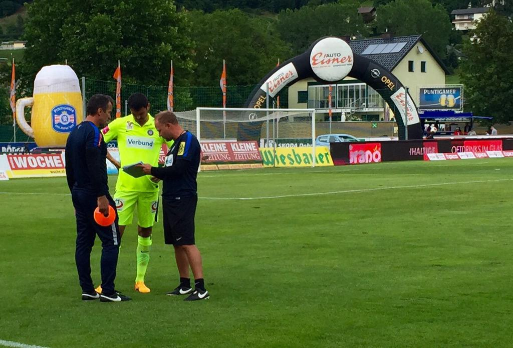 Shikov gets instructions from two assistant coaches; photo: Austria Wien