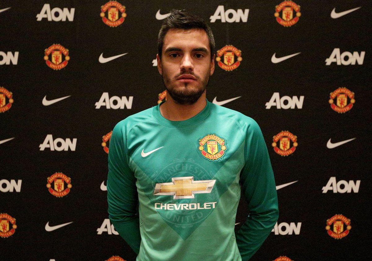 BREAKING: We're pleased to announce Argentina goalkeeper Sergio Romero has signed on a three-year deal #WelcomeRomero