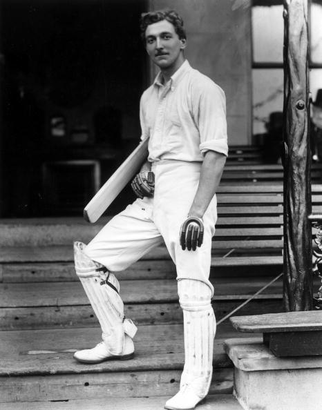 RT @ExclusiveMem: This was taken 112 years ago today- CB Fry He played for @england & @englandcricket  AND he's related to @stephenfry? htt…