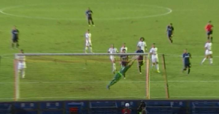 Keylor SALVÓ el empate del Inter en la última jugada antes del descanso. #ElChiringuitoDeNeox http://t.co/FAjShG27WM