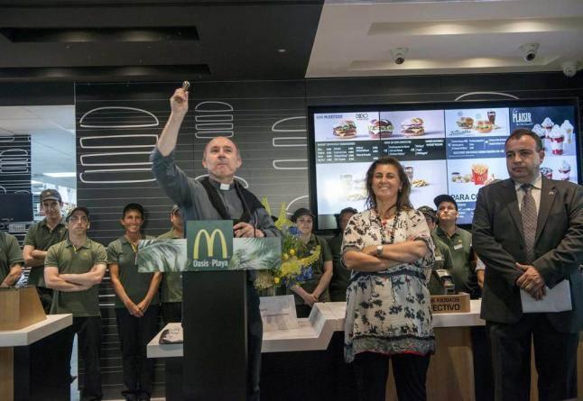 Priest blessing a new McDonalds in Gijon, Spain http://t.co/xzDxho2QbL