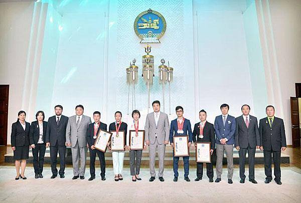 Mongolian Prime Minister meets 2015 SU Medallists http://t.co/2MjJ2aidyq #SUGwangju2015 http://t.co/ZKDM6dpVzc