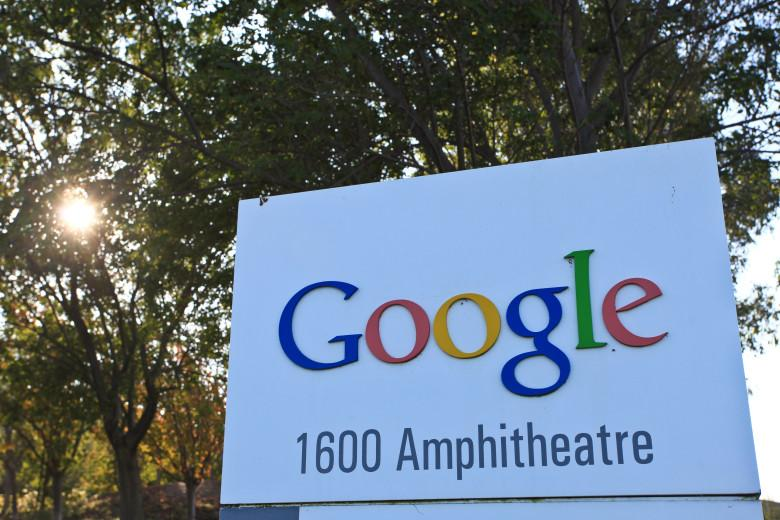 Google is dropping Google+ across all products, starting with YouTube http://t.co/krd2E7PKFQ by @EPro http://t.co/BU4u5tzEgf