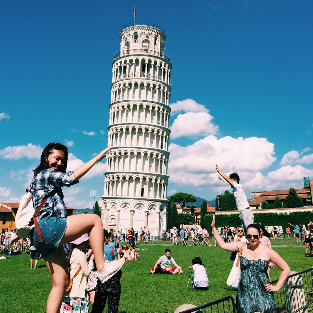 Some Italian folkloric dance in Pisa #InspirationMartinParr http://t.co/p8Tpl5caby
