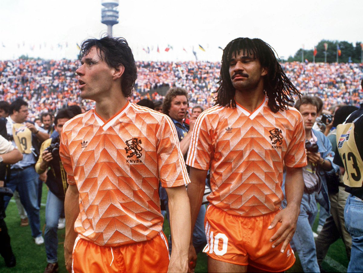 """Fanatik Shop on Twitter: """"ESPECTACULAR ! Camiseta Retro Holanda Campeón  Euro 1988 Todas las tallas. Estampados en felpa. YA DSPONIBLE  http://t.co/uRZMkTodgH"""""""