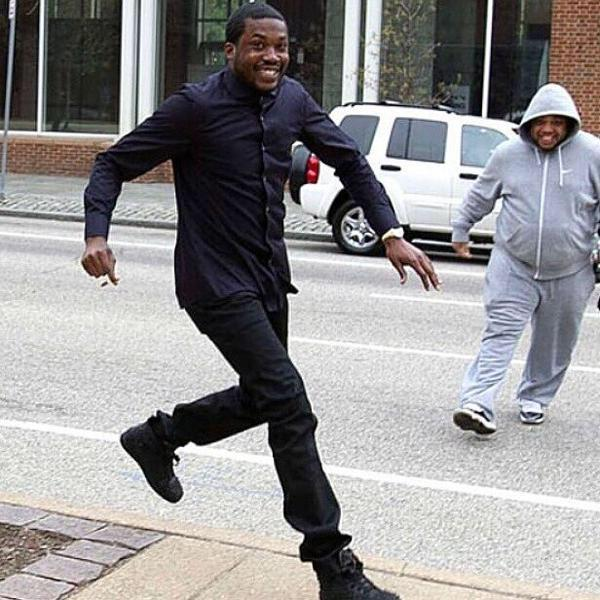 HOT 97 hoping Meek come thru the doors with the track like http://t.co/3GZzzc0VvE