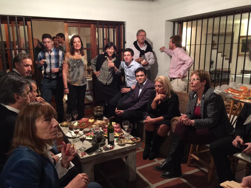 Elisa lilita carri on twitter cena con amigos en casa de leonor martinez villada - Cena con amigos en casa ...