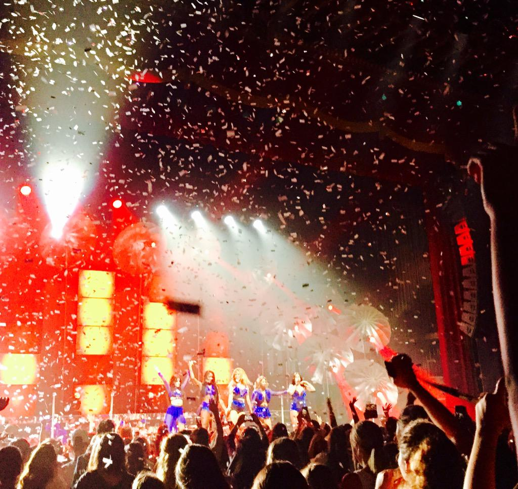 This is what it looks like when @FifthHarmony  ascends into pop royalty. Confetti encore! #SummerReflectionLouisville http://t.co/57Mj0Ykd9s