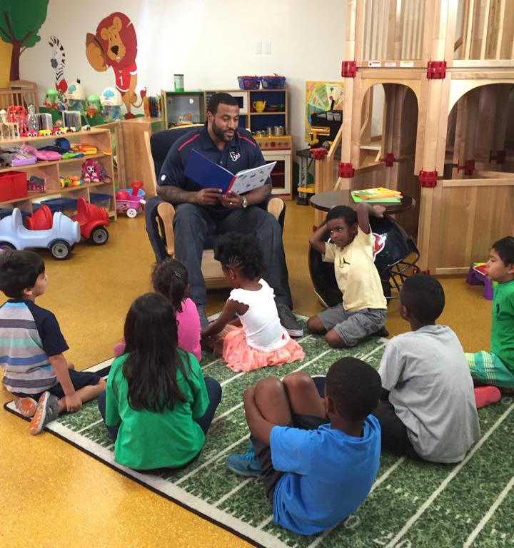 We love when we get a special visitor who comes to read to Y kids! Thanks @DuaneBrown76! http://t.co/I7sJz1R8t3