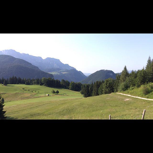 Und immer wieder ein grandios guter Ausblick auf das Berchtesgadener Land http://t.co/UDBf9kzm3B http://t.co/Kezn3FjJMl