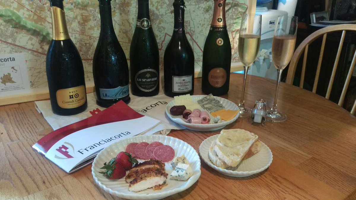 Bubbles pair w/ everything like herb-crusted chicken, toast, smoked meats, blue cheeses #franciacorta http://t.co/1HF9RFxbQP