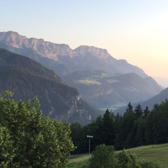 Guten Morgen #Berchtesgaden Blick aus dem Hotelzimmer vom @Kempinski #Urlaub #Luxus http://t.co/DuCdsOs6Hp http://t.co/IYdYT3fkOw