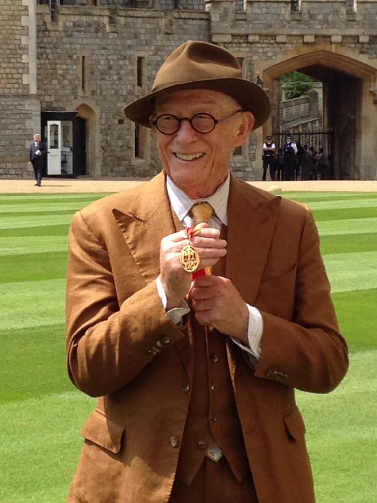 Congratulations to everyone who received an honour today and huge thanks to all at Windsor Castle! http://t.co/mAyuQnUAsK