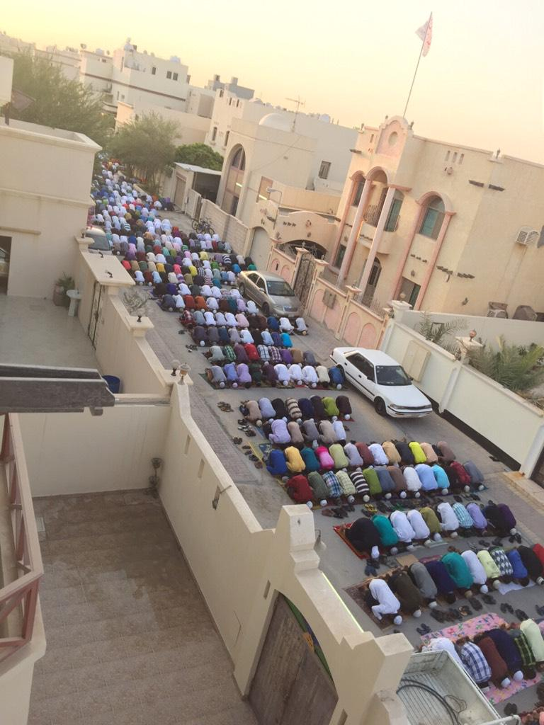 Tolerant #Bahrain: Sunni Asian workers perform Eid prayer in Shia-dominated Sitra. No one was harmed (or bombed!) http://t.co/8GFcOZgeUO