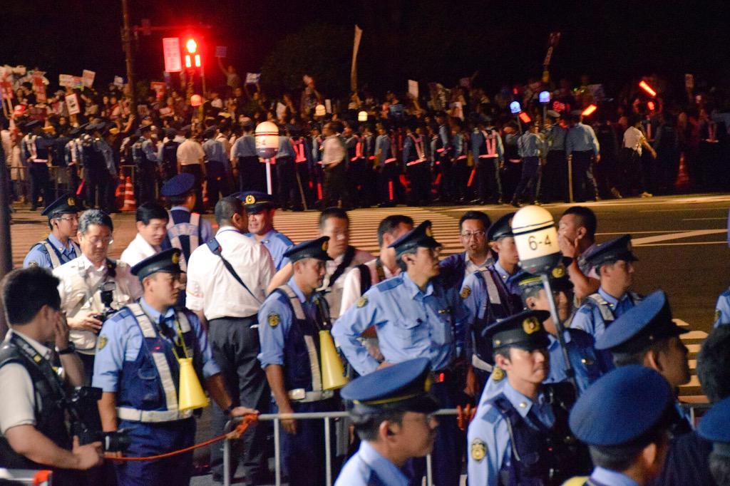 本日の国会議事堂前5万人超えたそうですねん! みんな怒ってますねん! http://t.co/DesU5CnMVL