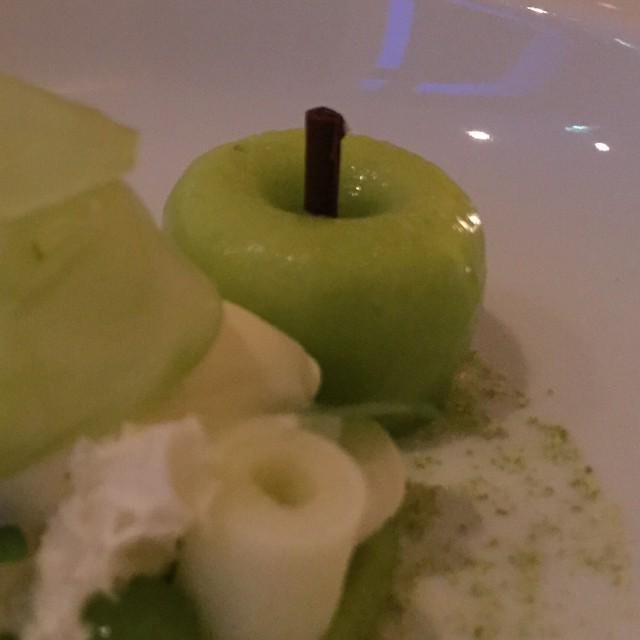 Dessert im @Kempinski #Berchtesgaden Das Ende eines fulminanten Abends http://t.co/rZP7H3uVuj http://t.co/cOi9M9muji
