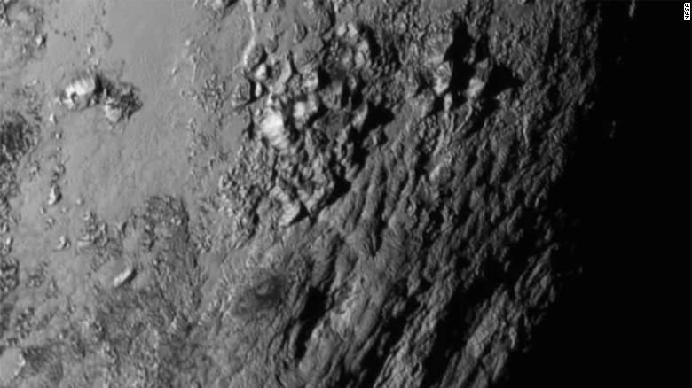 #space #planets #science Mind-Blowing #Pluto Has Ice Mountains And Water! <br>http://pic.twitter.com/gAFTzprLcW RT @zbleumoon