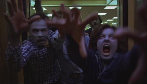 がっこうぐらしを見たあとは、映画『ゾンビ』(DOWN OF THE DEAD)見ると面白い。 がっこうぐらし pic.twitter.com/crtSmwrotx