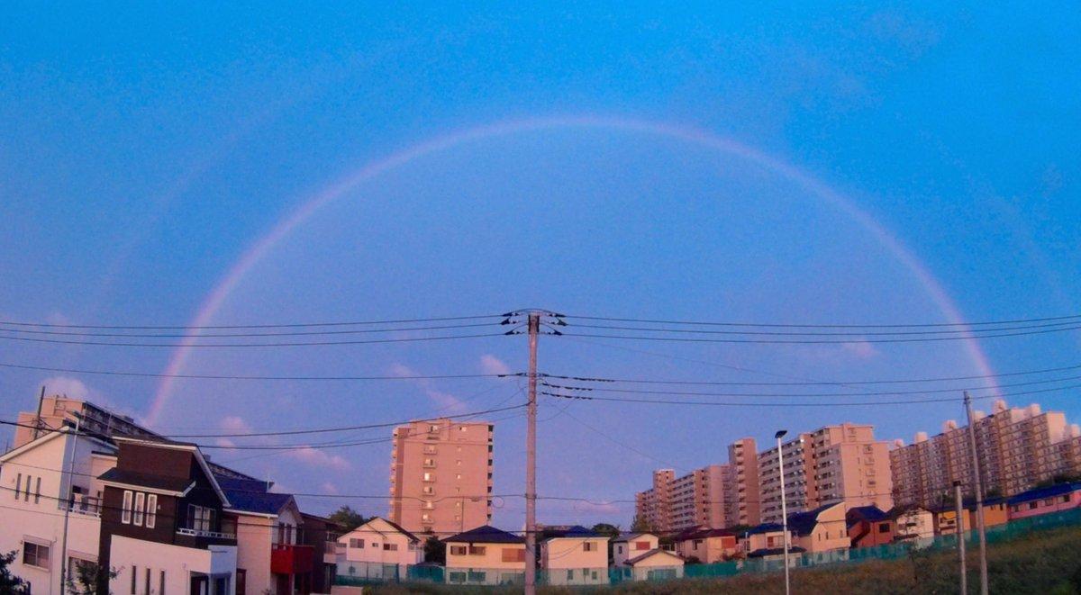 突然夕方に現れた二重の虹。何故SJCAM SJ4000で撮ってしまったのかorz アクションカムの広角はこういうとき便利だが http://t.co/CVGJ19vFZD