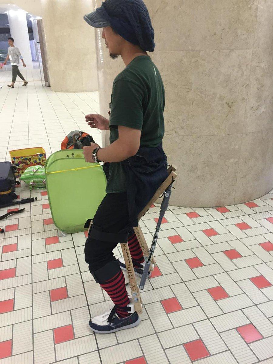 これはすごい! ウエアラブル椅子 #NT金沢 http://t.co/RUCyJon4Vo