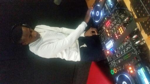 Yfm on twitter closing off theplayersclub is supta dj for Yfm house music