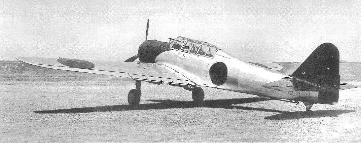 十一試艦上爆撃機(日本) 中島飛行機社の艦爆。現実的ながら野心的な設計で、主脚を90度回転させてブレーキ代わりにしようとか面白い。 まぁ納品遅刻したうえ競合機より性能低いっていう。でも別に駄作機ではないからよろしく。