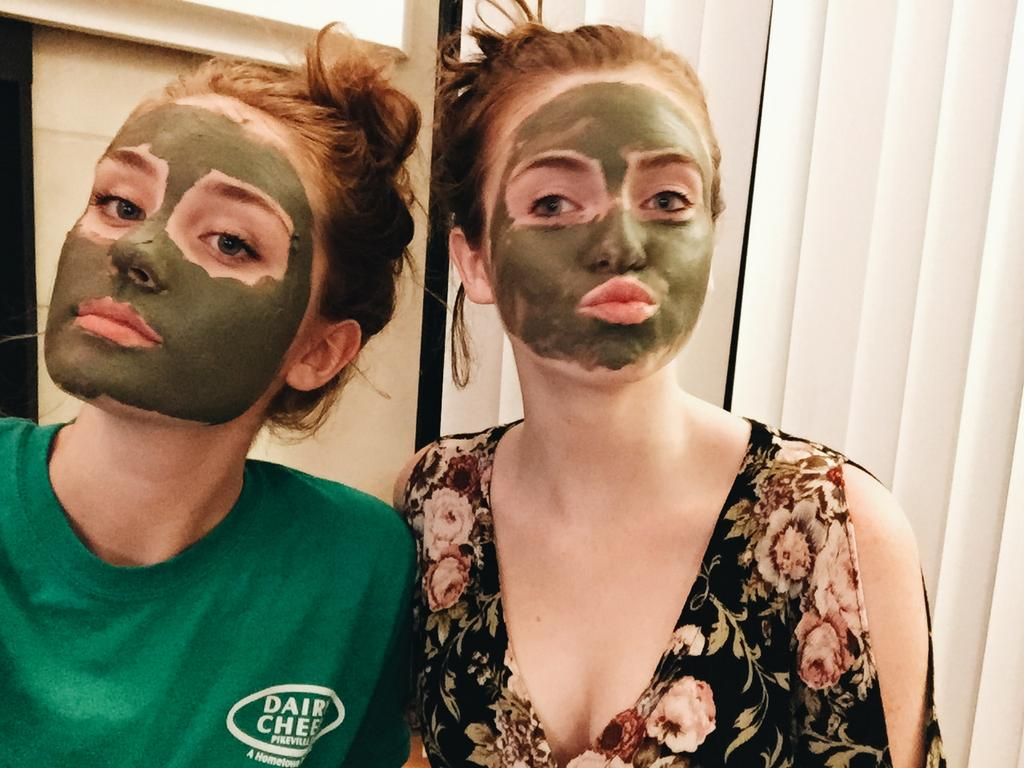 Girly sista facial time with my boo @gracevcox ♡ http://t.co/eem8MTTEWz