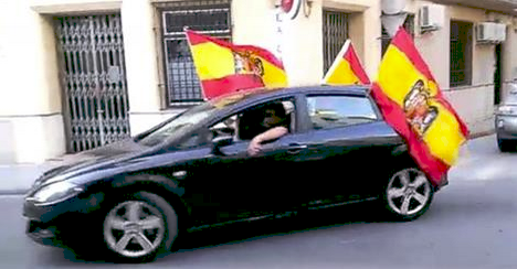 Una caravana franquista recorre Lucena y provoca la indignación vecinal] http://t.co/HUaICgcWuR vía @AndaluciaCentro http://t.co/SHCnWUvQAC