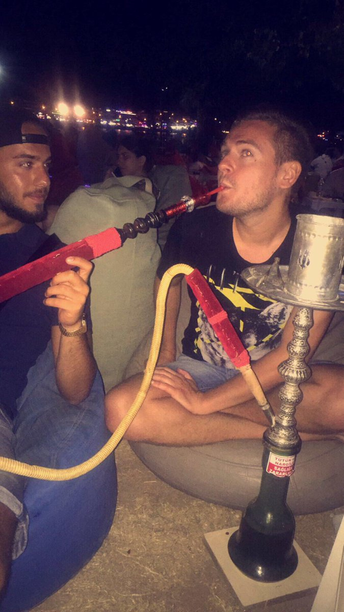 "JEREMSTAR on Twitter: ""Un babtou fragile qui fume la ..."