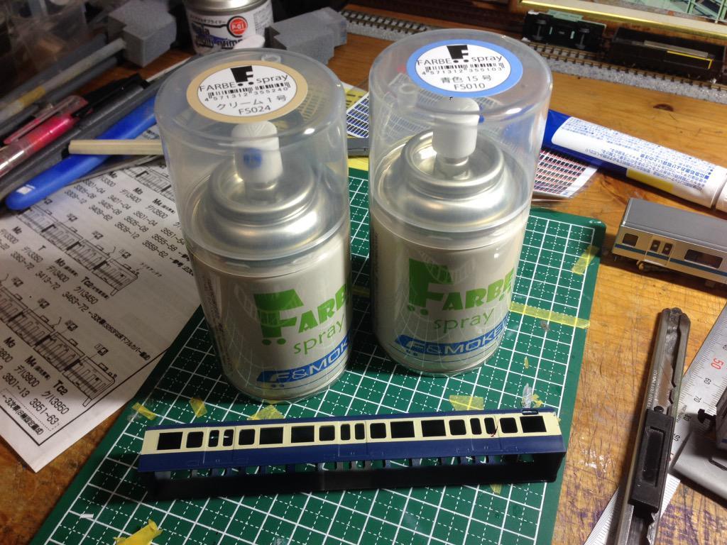 """きょー@模型 on Twitter: """"14日にFARBEのスプレー缶が発売されました。 先日のクリーム1号の比較に引き続き、青15号も塗装したので各社との色比較をしてみます。 とりあえず一枚目はGMカラーと。 http://t.co/FOBapUl1Bz"""""""