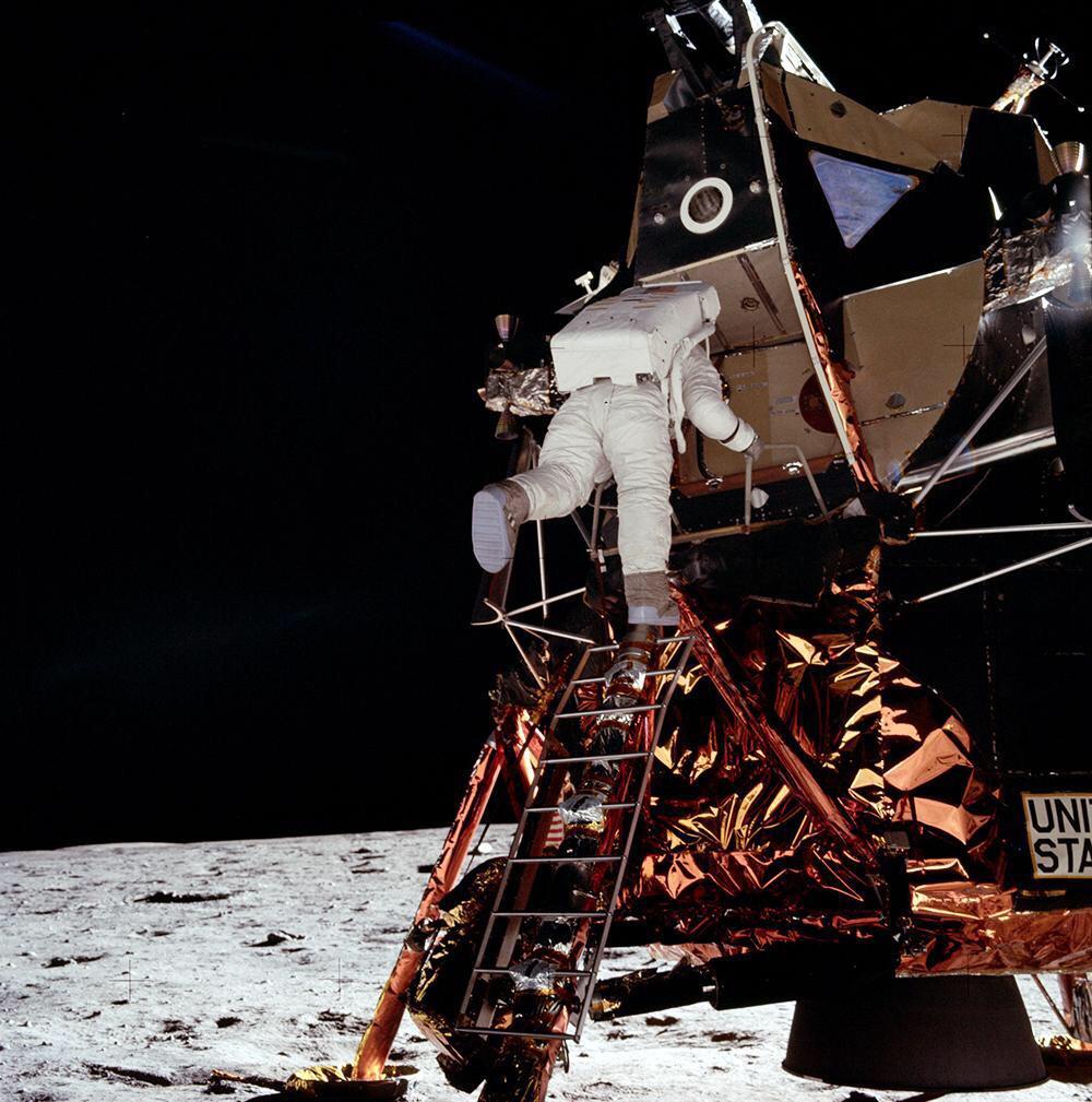 Buzz Aldrin shoots down moon landing conspiracy theorists