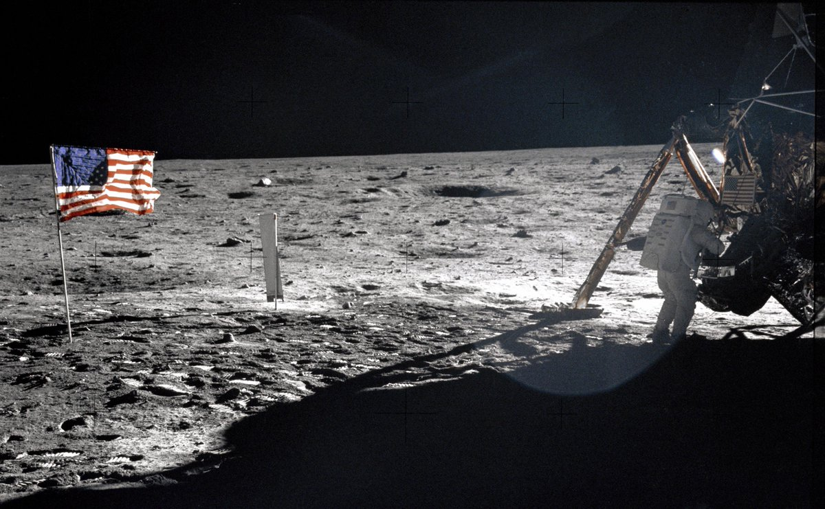 Apollo 11: oggi il 46° anniversario della prima passeggiata sulla Luna su Twitter
