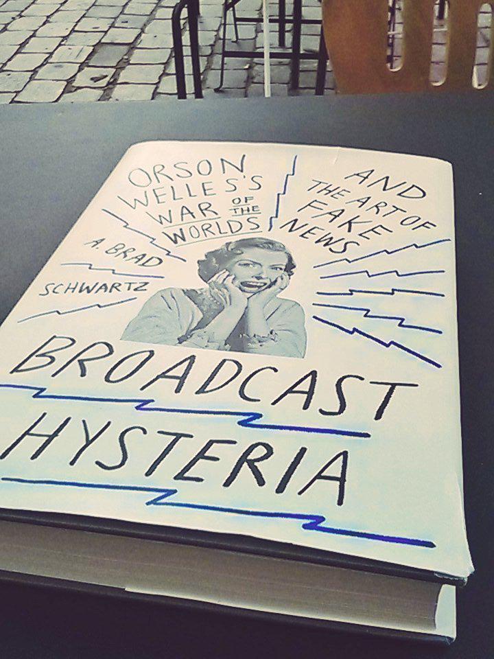 En attendant les prochaines séances de la rétrospective #OrsonWelles à la @cinemathequefr. Un livre passionnant.
