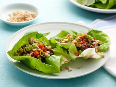 Use Bibb lettuce instead of a bun or tortilla for your beef and tofu dinner: http://t.co/iGDYSZpWGk. http://t.co/3N4hvlvAJU