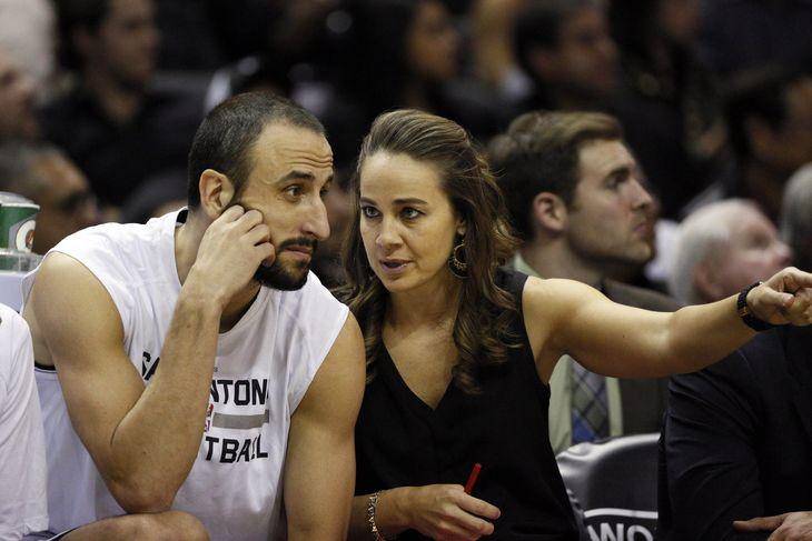 This is HUGE.  @BeckyHammon 1st Woman to Coach NBA Summer League  ...and she wins the freaking Championship!   #Boom http://t.co/xHm7cRYYyU