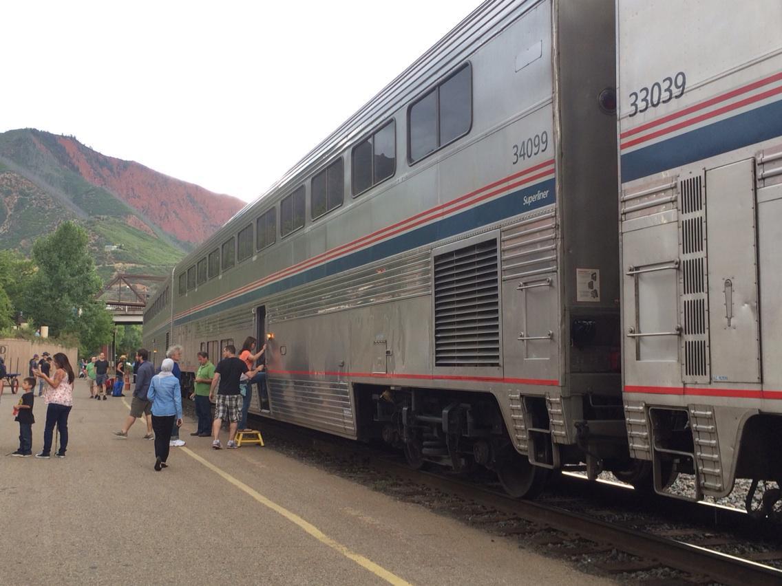 One car makes up the entire train. #mathphoto15 #unit http://t.co/xvfzdkVzb1