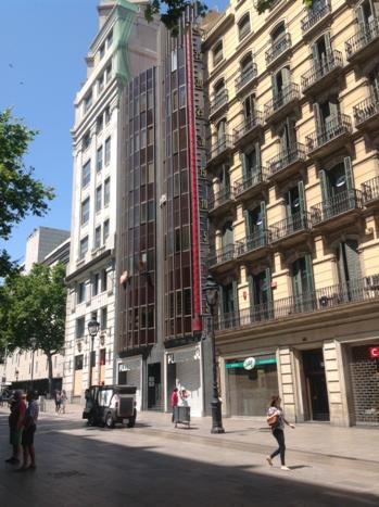 Un thermomètre à Barcelone #unités composé de degrés mais il en manque env. 40 pour être utile au Canada #mathphoto15 http://t.co/poaqGH4ZDc