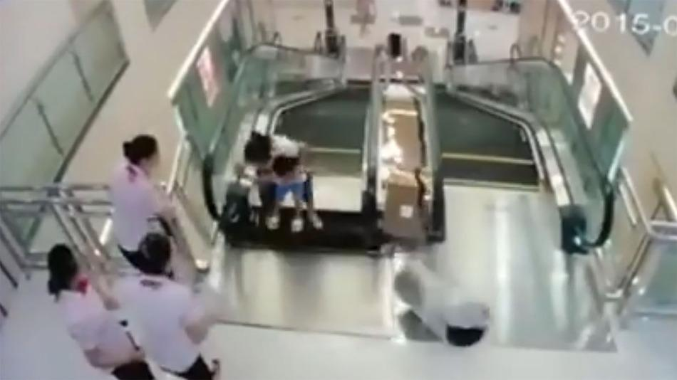 RT @mashable: Woman throws son to safety before being killed by broken escalator: http://t.co/N350pDpcvF http://t.co/LxGhSwyhHv