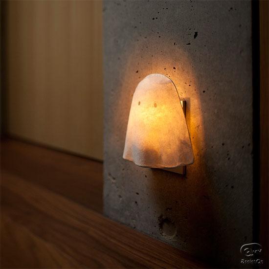 夜は暗いので怖くてトイレに行けないよ〜というお子様には、こんなアイテムはいかがでしょう。和紙で作られた「おばけライト」は今まで暗かった廊下を優しく照らしてくれる、優しいおばけです(山下) http://t.co/DRVxOOEsuQ http://t.co/xuvJbeRZmi