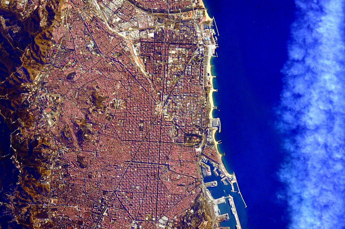 #GoodMorning #Barcelona, #Spain! Looking beautiful as usual from @Space_Station. #YearInSpace
