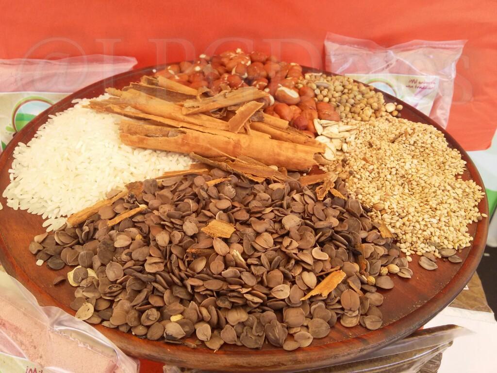 Diferentes semillas, entre ellas la de morro, que sirven para hacer fresco de horchata #SantaAna.