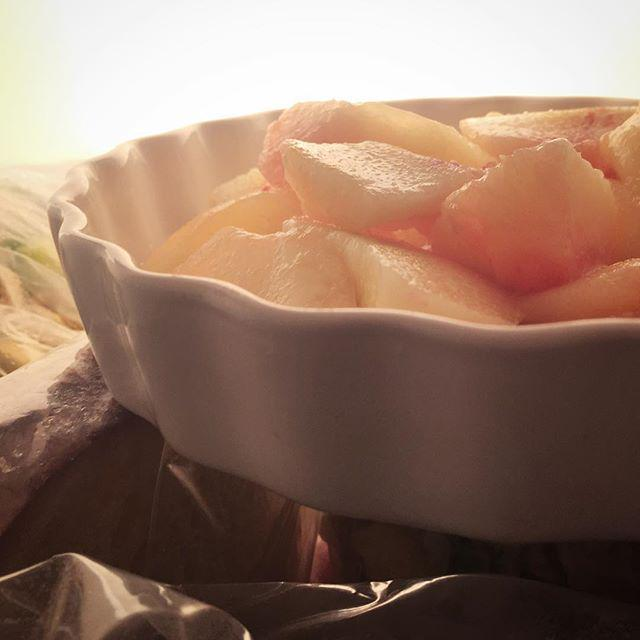 Heatwave remedy: ripe peaches from the freezer #sicilianfood http://t.co/knqBAAkOJs
