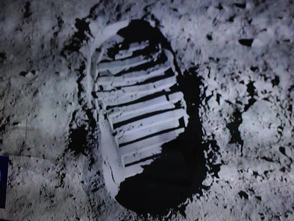"""UKALEX on Twitter: """"Why is Neil Armstrong's footprint on ..."""