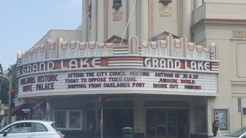 I love how Grand Lake movie theater uses their marquee for civic engagement. @oakmtg #oakmtg @CoalFreeOakland http://t.co/ze1k99dmvc