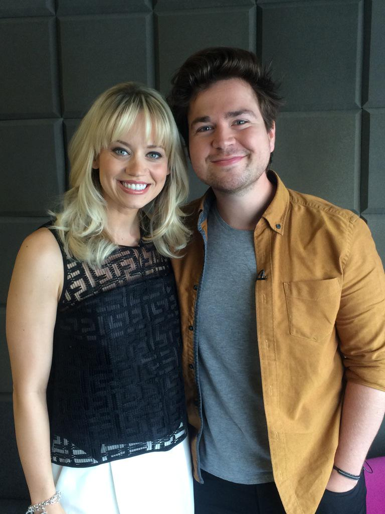 """So nice to see YoU!!! #LongArm  @samandmarktv: About to go on @BBCBreakfast Sam http://t.co/C2wTQSwgV2"""""""