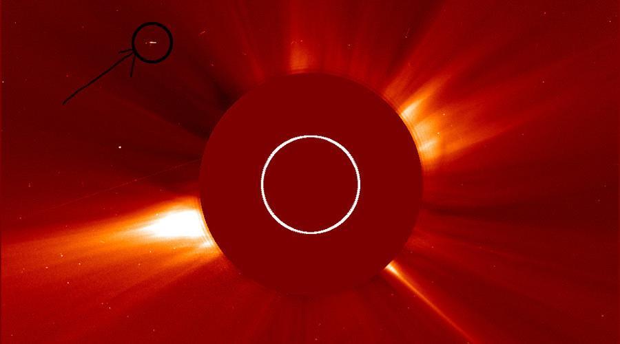 """UFO vicino al Sole? """"Nave spaziale extraterrestre"""" appare nelle fotografie della NASA"""