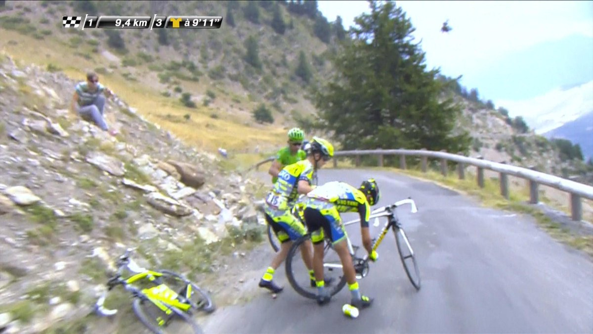 Tour de France: video del cambio bicicletta Contador-Sagan registrato in diretta live durante la gara