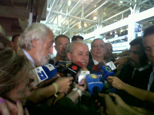 Arriban a #Venezuela grupo de senadores españoles #DionisioGarcia @ander_gil @ianasagasti @AntolinSanzPP http://t.co/Wapul57tvY