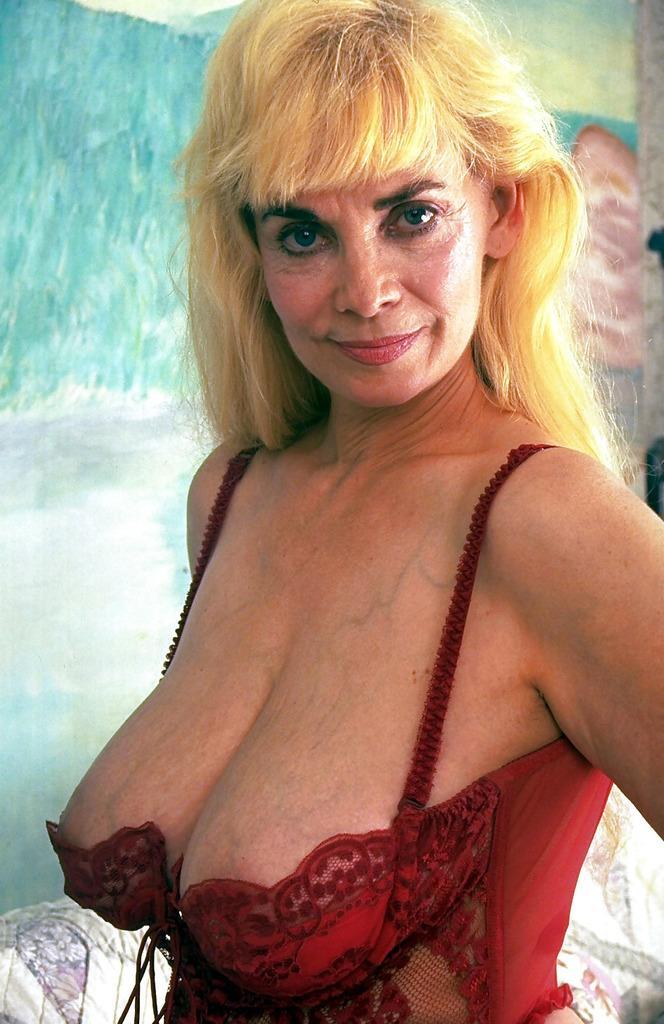 "Red Jameson on Twitter: ""#gilf #milf #tits #oldmaturepussy ..."