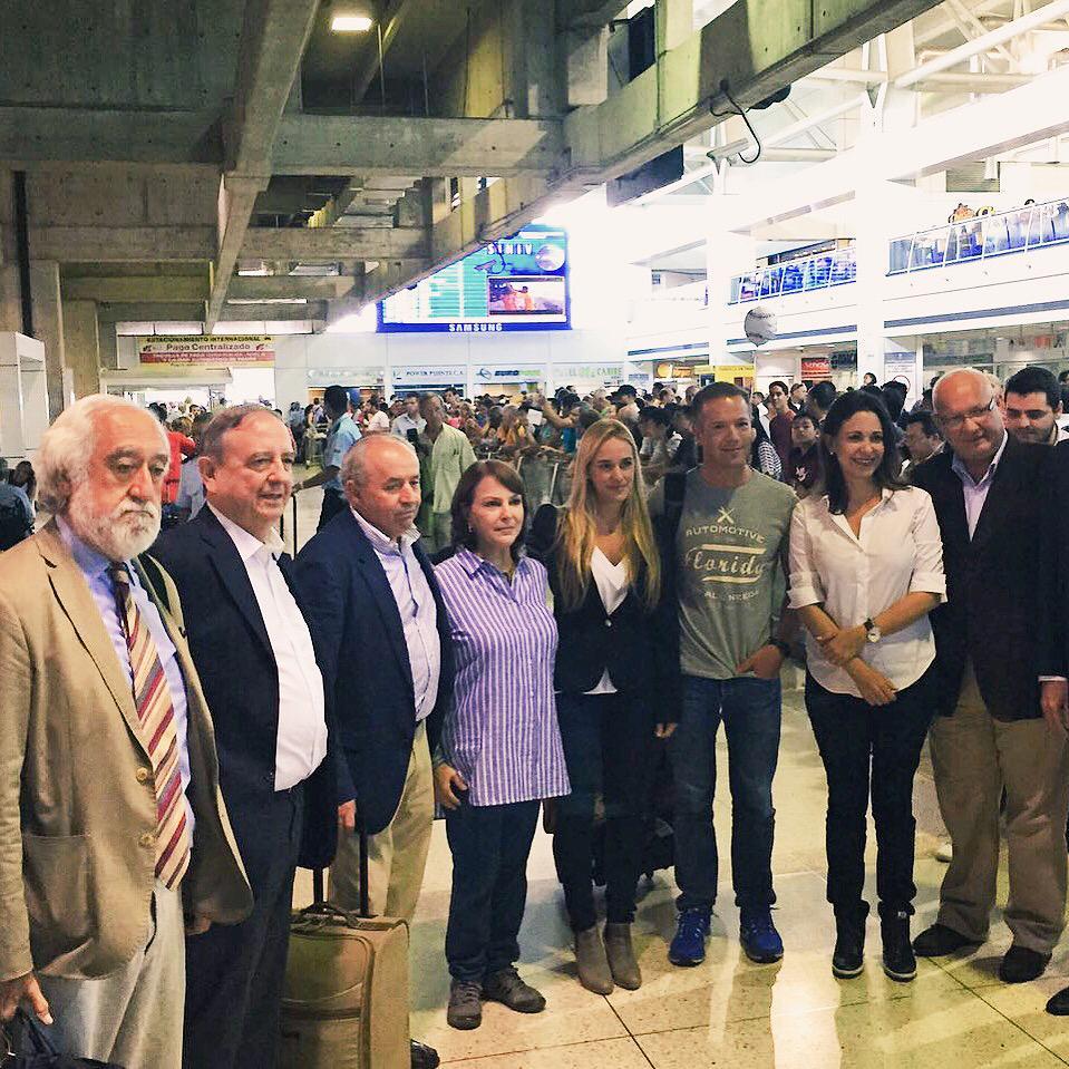 Bienvenidos a Venezuela, Senadores Demócratas. Gracias por su respaldo! #SenadoresConVzla http://t.co/QrNIDmrmAT